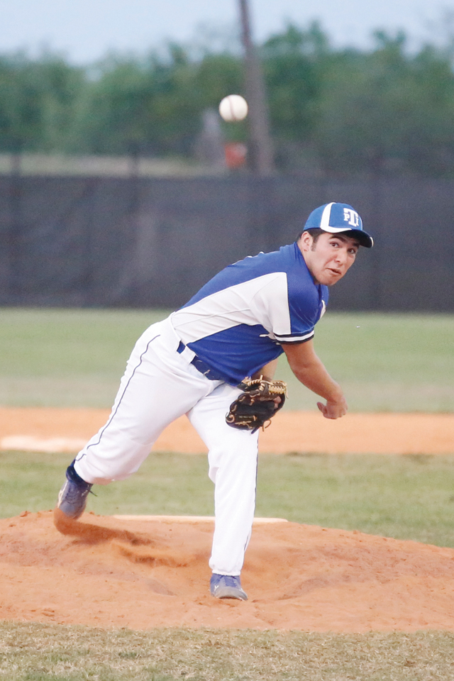 Port Isabel Tarpons pitcher Jose Garza is seen during Tuesday night's game against the Bobcats in Rio Hondo. (Photo by Rodrigo Davila)