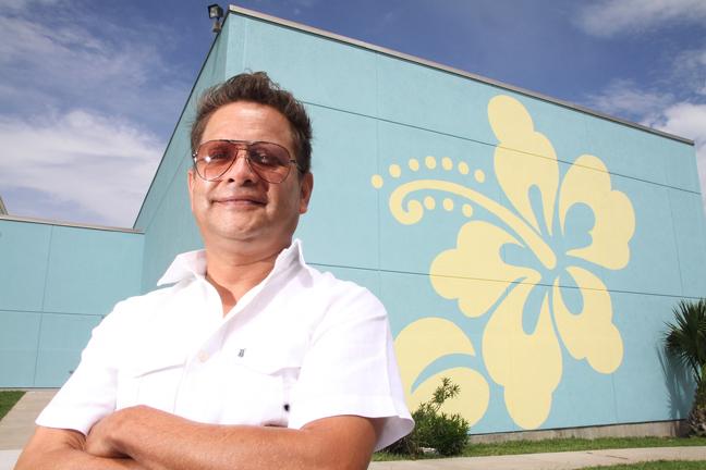 Mario Morales, muralist. June 2015. (Photo by Dina Arévalo).