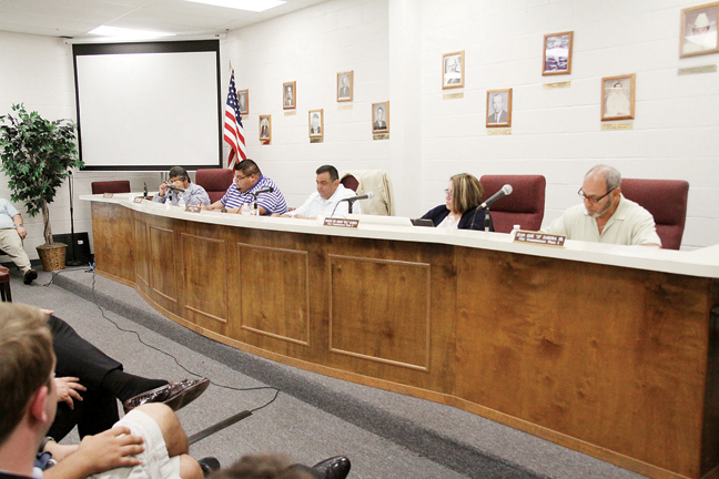 The Port Isabel City Commission hears comments in support of and against LNG. (Dina Arévalo | Staff photographer).
