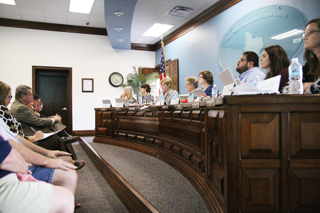 The Point Isabel School Board of Trustees listen to public comments. (Dina Arévalo | Staff photographer)