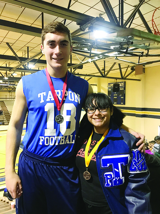 Barrera, Wise qualify for state