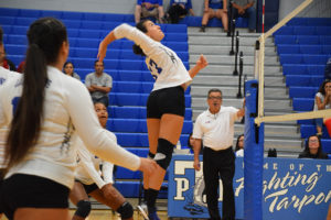 Lady Tarpons clinch consolation bracket win