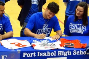 Tarpons' basketball standout signs letter of Intent with OLLU